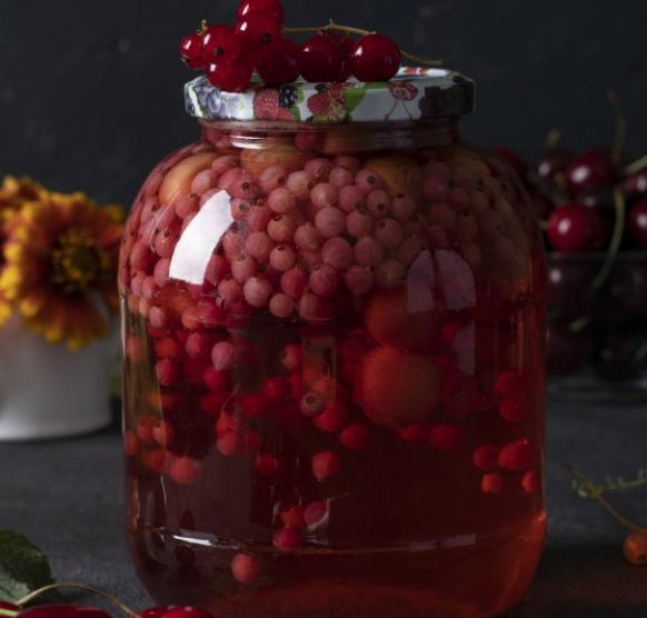 Компот из черешни и красной смородины на зиму