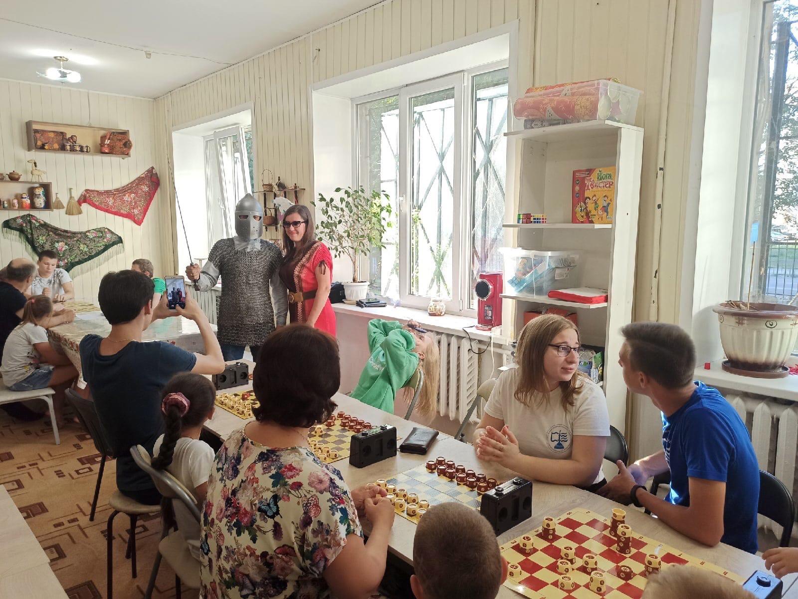 Мастер-класс и совместный чемпионат родителей с детьми по русским шахматам