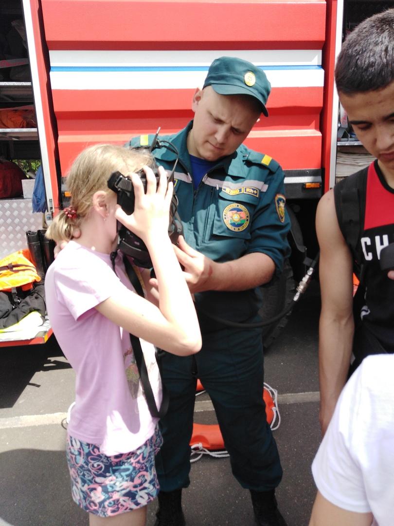 Фоторепортаж посещения МЧС г. Червеня спортсменов спортивно-оздоровительного лагеря «Олимпиец», изображение №21