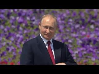 Церемония подъема Государственного флага и вручение золотых медалей Герой Труда Российской Федерации