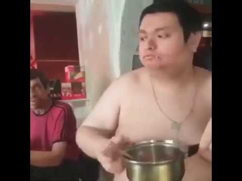 Голый Руслан Гительман с отвратительной грудью 4 размера