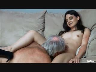 Порно Старик Лижет Девушке