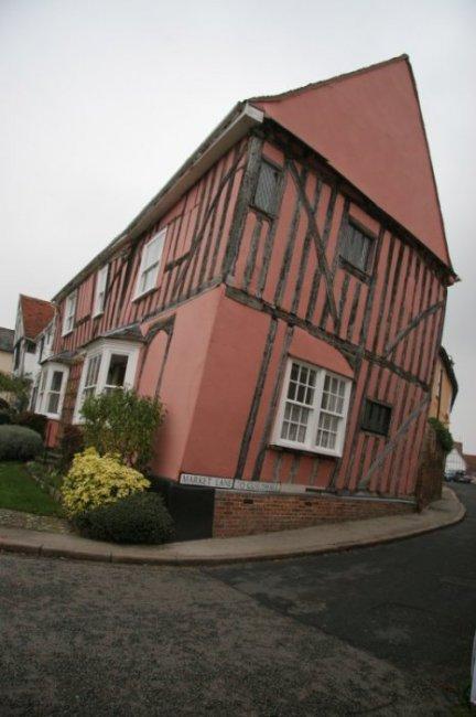 Кривая деревня в Англии, изображение №12