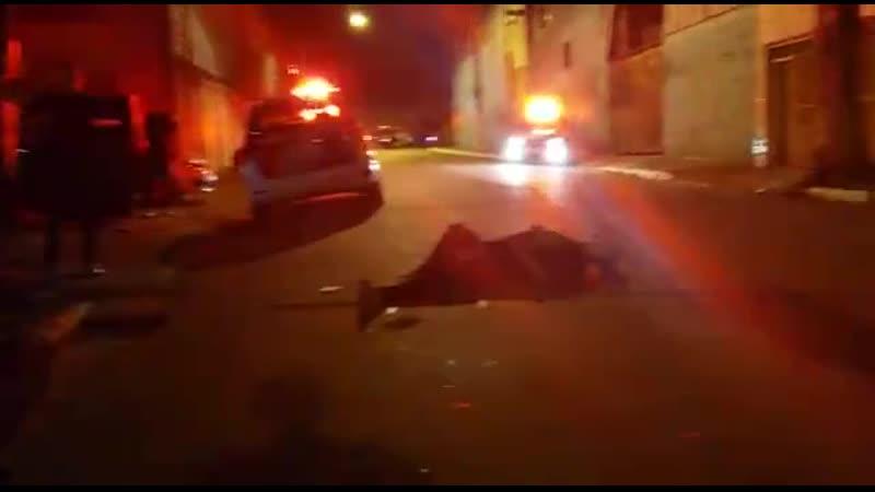 Безумец нападает на полицейских исход очевиден