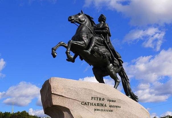 Сон майора Батурина Памятник императору Петру Первому в Санкт-Петербурге давно уже стал одной из главных достопримечательностей города на Неве. Открыт он был в августе 1782 года и стал первым
