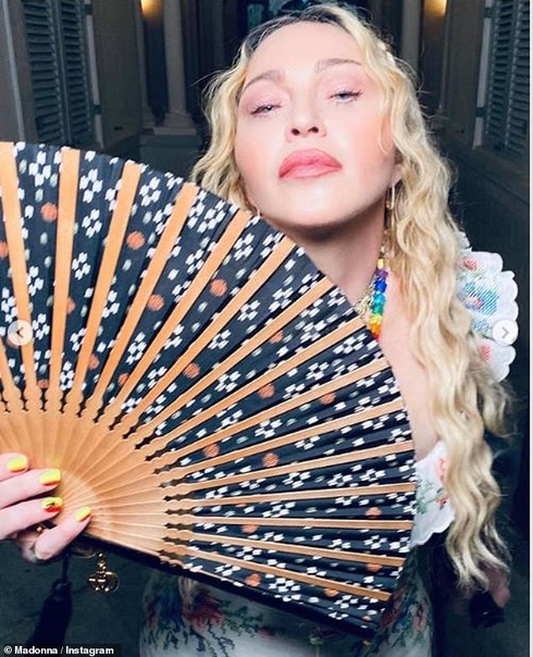 Мадонна отметила день рождения с детьми и молодым бойфрендом на Ямайке Вчера знаменитая певица Мадонна отмечала день рождения звезде исполнилось 62 года. Праздник звезда отмечала в компании