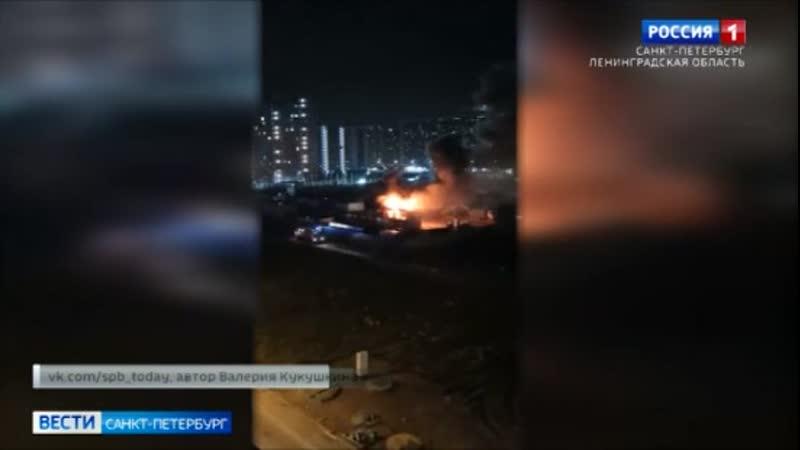 В Мурино ночью сгорел строительный городок
