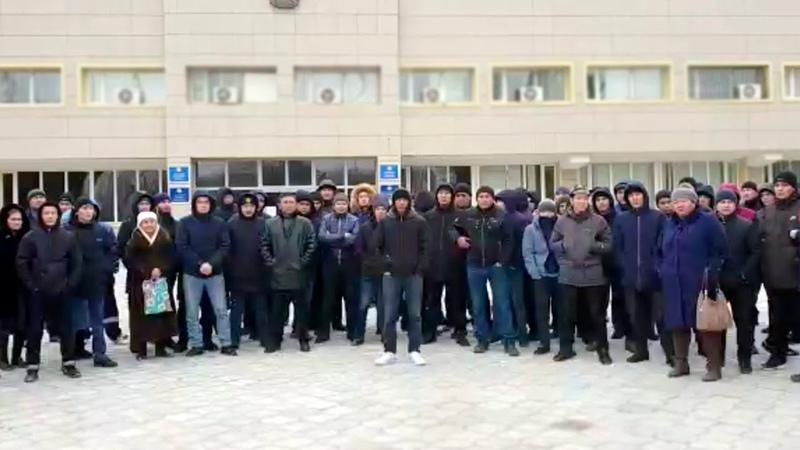 Безработные вышли на протест Требуют представителя Акорды Жанаозен 20 01 2020 БАСЕ